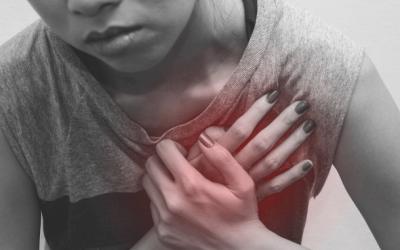 ¿Es normal sentir palpitaciones repentinas en nuestro corazón?